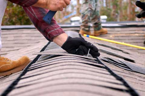 Signs That Your Home's Roof May Need Repair